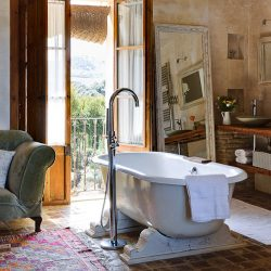 Casa La Siesta roll top bath
