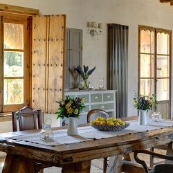 Casa La Siesta dining table