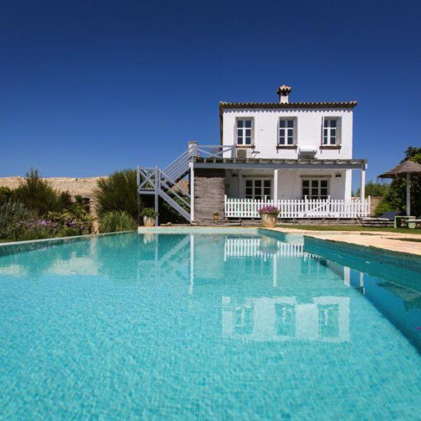 Casita La Siesta pool and garden