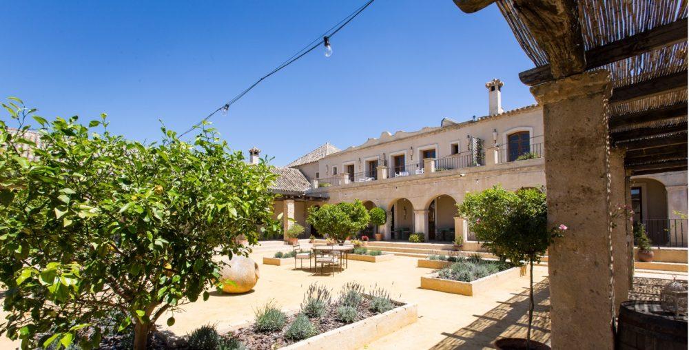 Casa la siesta courtyard